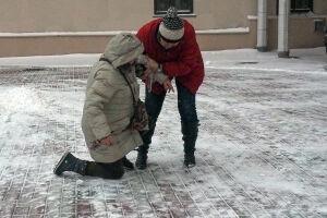 Татарстанцев вновь предупредили о гололедице