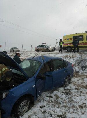 Девушка разбила голову, вылетев на авто в кювет в Лаишево