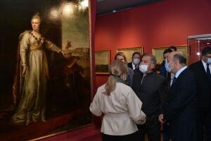 Минниханов посетил в Казани выставку, посвященную Екатерине II