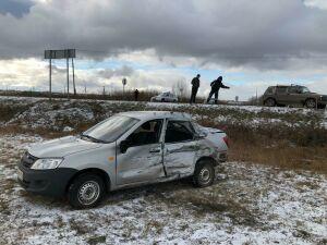В аварии с грузовиком на трассе в РТ тяжелые травмы получил водитель легковушки