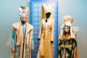 Турецкие дизайнеры представили кафтаны Османской империи в Казанском кремле
