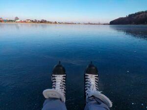 Нижнекамцы начали рыбачить и кататься на коньках на замерзших водоемах