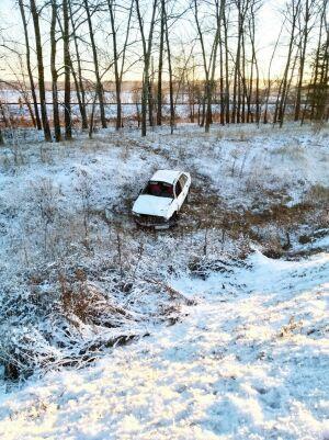 Водитель иномарки сбежал после того, как вылетел на авто в кювет в Татарстане
