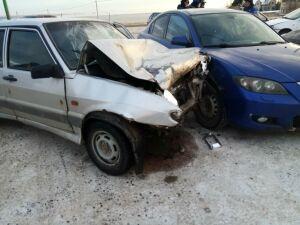 Водитель легковушки устроил массовое ДТП на заправке в РТ, двое пострадали
