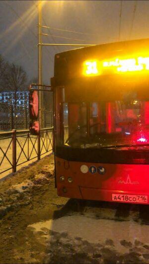 В центре Казани автобус на зебре насмерть сбил девушку