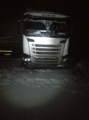 В Татарстане водитель не удержал грузовик на скользкой дороге и вылетел в кювет