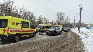 Четыре человека пострадали в ДТП со школьным автобусом и авто в Казани