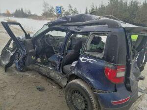 Водителя легковушки зажало в авто после столкновения с двумя грузовиками в РТ