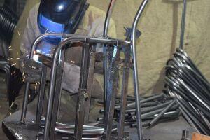 В Татарстане осужденные варят металлические каркасы стульев для кировской фирмы