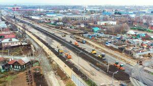 На проездах моста на Большом Казанском кольце нанесли дорожную разметку