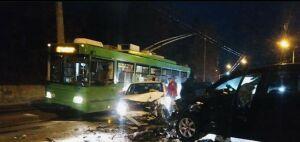 Два человека пострадали в столкновении двух легковушек в Казани