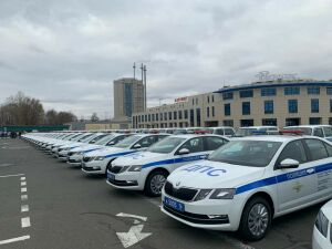 Президент РТ вручил полицейским ключи от 88 новых автомобилей