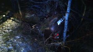 Тело женщины нашли под вылетевшей в кювет легковушкой в Татарстане