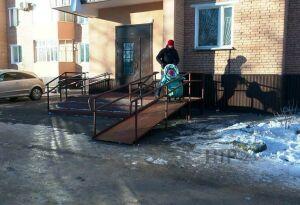 Жители Нижнекамска добились установки нового пандуса
