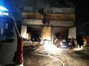 В Казани в одном из автосервисов сгорели раздевалка и кухня