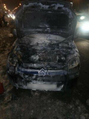 В Казани на Мамадышском тракте загорелась иномарка