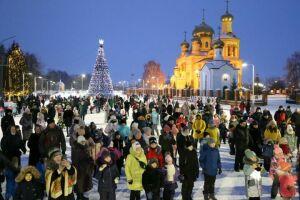 В Алексеевском в День Конституции РФ зажгли главную елку и вручили паспорта