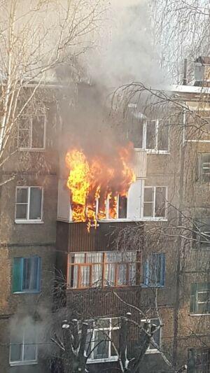 В Казани из-за пожара в квартире эвакуировали весь подъезд жилого дома