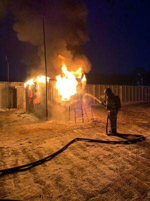 Житель Казани получил ожоги на пожаре в вагоне-бытовке