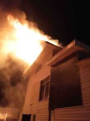 В одном из садовых товариществ Казани вспыхнул пожар на чердаке частного дома