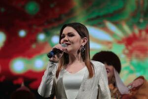 Дина Гарипова получила премию международного фестиваля за песню «Ай, былбылым»