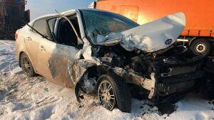 Двое малышей пострадали в ДТП с легковушкой и грузовиком под Нижнекамском