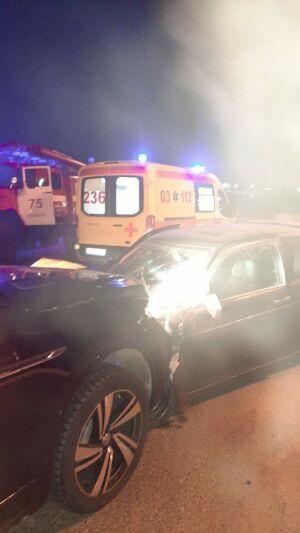 Внедорожник из Мурманска столкнулся с легковушкой в Елабуге, двое пострадали