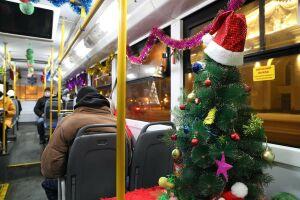 На маршруты в Казани вышли пять новогодних автобусов