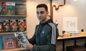 Житель Саратова приехал в Казань, чтобы купить маме книгу «Уйламаган көнем юк»