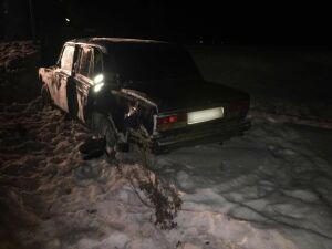 Легковушка съехала в кювет со скользкой дороги в РТ, водитель получил травмы