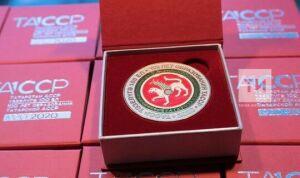 Минниханов вручил медали в честь 100-летия ТАССР Силуанову, Артюхину и Вольвачу