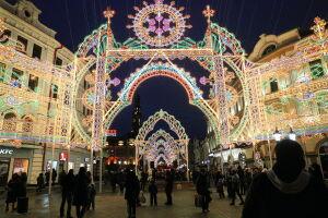 На 30 улицах и площадях Казани сегодня включат новогоднее освещение