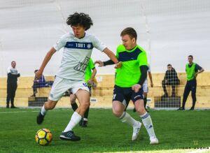 Несколько игроков ФК «КАМАЗ» играют в любительском турнире в Набережных Челнах