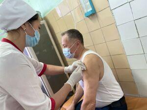 Главврач Мамадышской ЦРБ привился от коронавируса