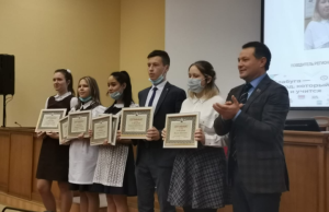 Отличившимся елабужанам вручили денежные сертификаты на городской планерке