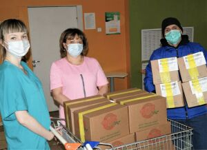 Медикам Covid-госпиталей Казани подарили 4 тыс. порций мороженого