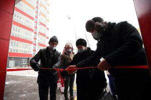 Три вдовы ветеранов ВОВ получили квартиры в «Салават Купере»