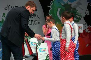 Спасские школьники выступили на гала-концерте «Возьмемся за руки, друзья!»