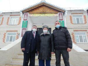 Прокурор РТ подарил Нурлатскому детдому спортинвентарь и поездку в Кырлай