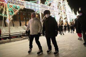 Минниханов прокатился на коньках и осмотрел обновленный парк «Черное озеро»