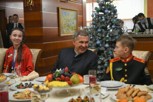 Минниханов встретился с активистами молодежных и детских организаций Татарстана