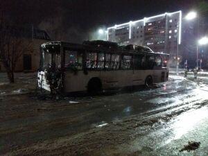 В Елабуге автобус сгорел на остановке
