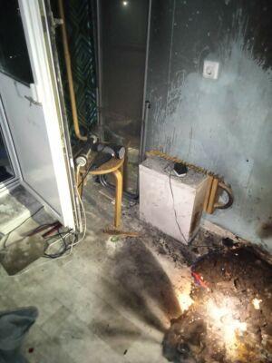 В казанской многоэтажке в пустой квартире загорелся балкон
