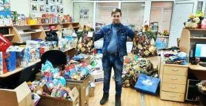 Нижнекамцам вручают подарки, собранные по акции «Стань Дедом Морозом!»