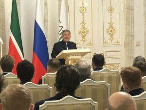 Минниханов вручил ХК «Ак Барс» серебряные медали чемпионата России