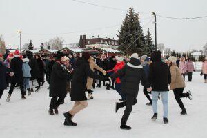 На обновленной площади Ленина в Елабуге открылась рождественская ярмарка
