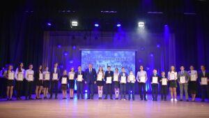 В Заинске на Елке отличников наградили самых успешных ребят