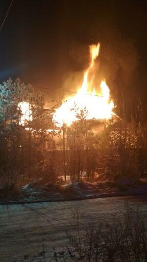 Частный дом сгорел ночью в Казани