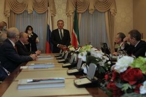 Минниханов в Москве вручил медали «100 лет образования ТАССР»