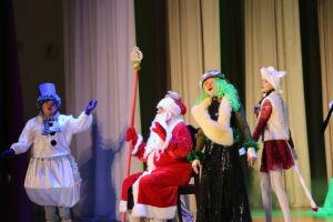 На новогоднюю елку главы Алькеевского района пригласили 150 одаренных детей